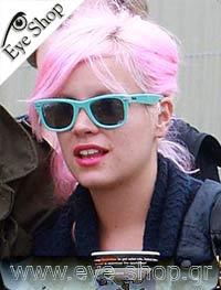 Lilly Allenμε τα γυαλιά ηλίου Rayban2140 Wayfarer