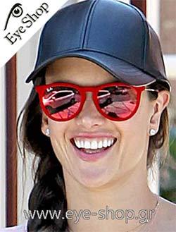 Alessandra Ambrosioμε τα γυαλιά ηλίου raybanerika 4171