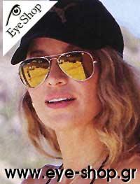 Αννίτα Ναθαναήλμε τα γυαλιά ηλίου RayBan3025 aviator