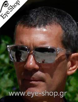 Antonio Banderasμε τα γυαλιά ηλίου Oakleyholbrook 9102