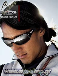 Jimmy Chinμε τα γυαλιά ηλίου Revo4037 thrive