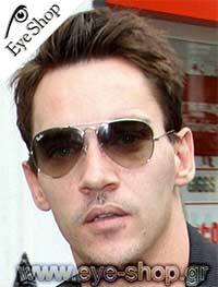 Jonathan Rhys Meyersμε τα γυαλιά ηλίου RayBan3025 aviator