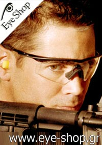 Colin Farrelμε τα γυαλιά ηλίου OakleyM-FRAME
