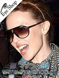 Kylie Minogueμε τα γυαλιά ηλίου CarreraCHAMPION