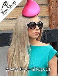 Lady Gagaμε τα γυαλιά ηλίου Prada27NS