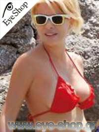 Ελένη Μενεγάκημε τα γυαλιά ηλίου RayBan2140 wayfarer