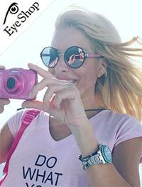 Ελένη Μενεγάκημε τα γυαλιά ηλίου Prada57TS