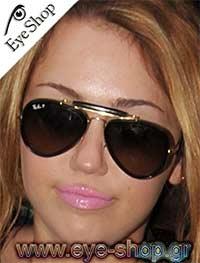 Miley Cyrusμε τα γυαλιά ηλίου Rayban3422Q