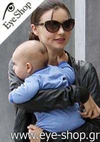 Miranda Kerrμε τα γυαλιά ηλίου Prada21ns