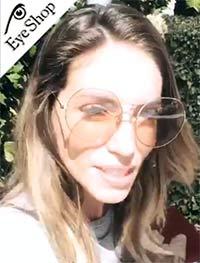 Αθηνά Οικονομάκουμε τα γυαλιά ηλίου Dblancsonic bloom