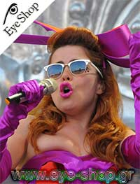 Paloma Faithμε τα γυαλιά ηλίου Rayban3016 clubmaster