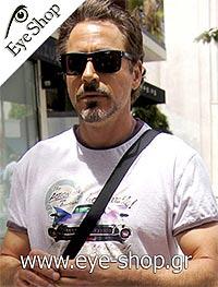 Robert Downey JRμε τα γυαλιά ηλίου Oakleyholbrook 9102