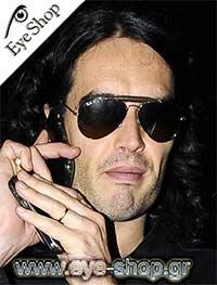 Russel Brandμε τα γυαλιά ηλίου Rayban3422q