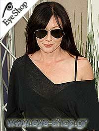 Shannon Dohertyμε τα γυαλιά ηλίου RayBan3025 Aviator