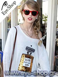 Taylor Swiftμε τα γυαλιά ηλίου RayBan2140 Wayfarer