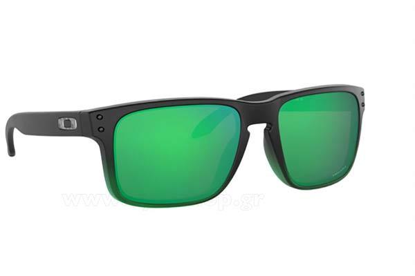 91ffd9f4e3 Antonio Banderas φορώντας τα γυαλιά ηλίου Oakley holbrook 9102